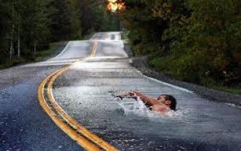nadar-a-contracorriente-carretera